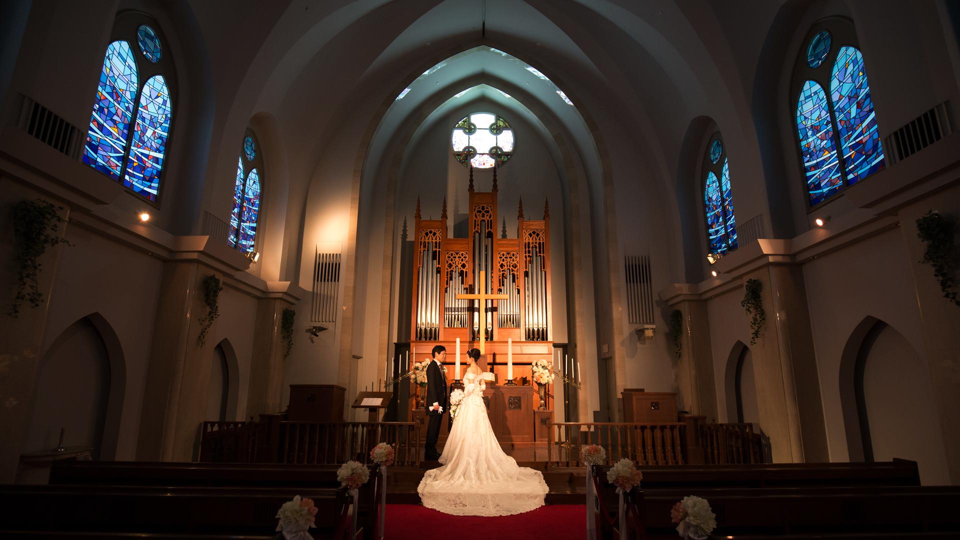 本物の教会で写真撮影
